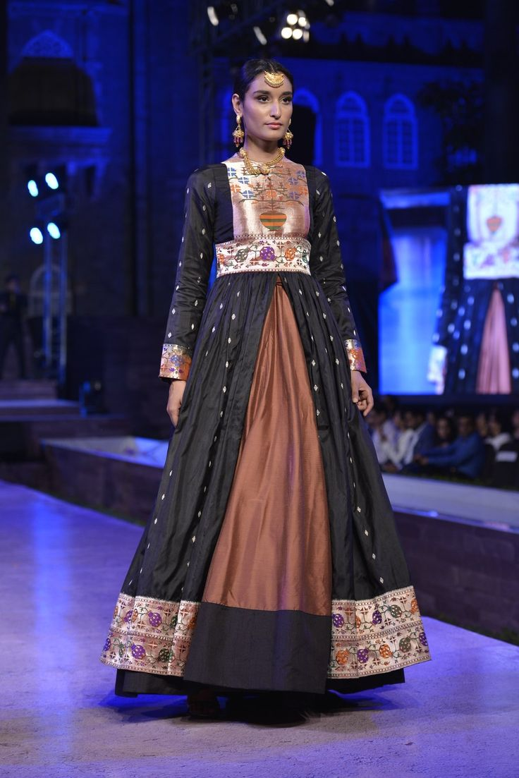 This #elegant number is been embodied to perfection to bring out the richness of #Paithani