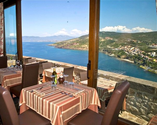 La Guardiola Restaurant - Castelsardo (SS) http://www.hotelsinsardinia.org/gastronomy/restaurants/romantic/