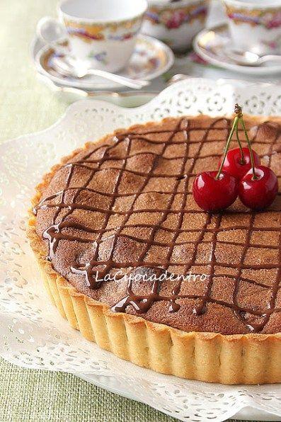 Una crostata che oserei definire…peccaminosa!! :-) Riuscite ad immaginarne la deliziosa bontà? Ciliegie, frangipane e cioccolato racchiusi in guscio di frolla realizzato con la magnifica ric…