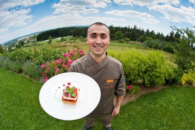 ôtel*** Restaurant, situé en pleine nature, vue imprenable sur les monts du Velay,cadre moderne et terrasses couvertes. Etape gourmande idéale pour des excursions dans notre belle Haute Loire.