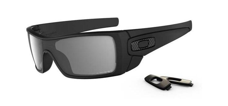 OAKLEY napszemüveg Batwolf Matte Black W/Grey Polarized. Az Oakley napszemüveg lencse a saját fejlesztésű HDO - High Definition Optics® (Magasan meghatározott optika) technológiával készült, melyet a világ legnagyobb sportolói által támasztott követelmények alapján fejlesztettek ki. Átlátszósági-, prizma- és fénytörési összehasonlító tesztek igazolják, hogy a HDO lencsén keresztül sokkal pontosabban és élesebben látunk, mint a hagyományos napszemüvegekben. KATTINTS IDE!
