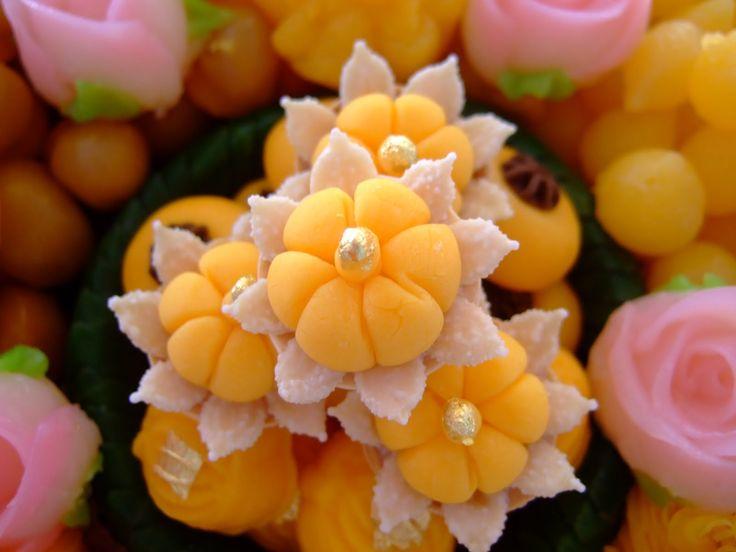 Thai desserts with gold