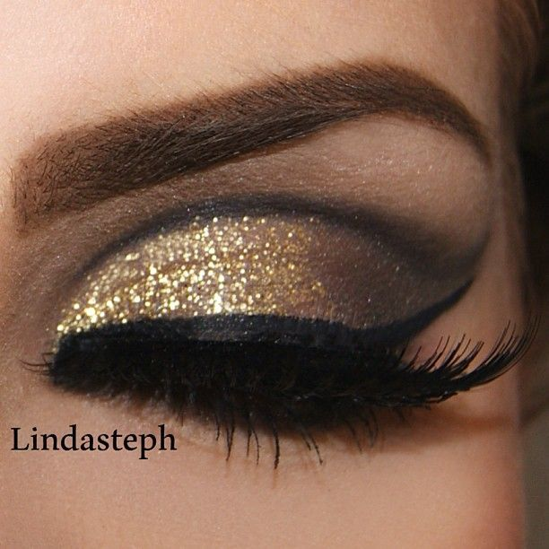gold glitter eyeshadow with black flitty liner