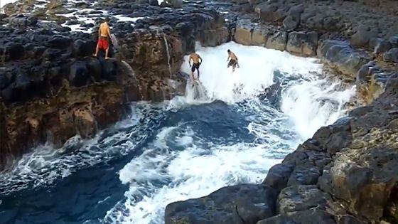 « La piscine de la mort - Pool Of Death » est la piscine naturelle la plus dangereuse du monde - Hawaii - États-Unis