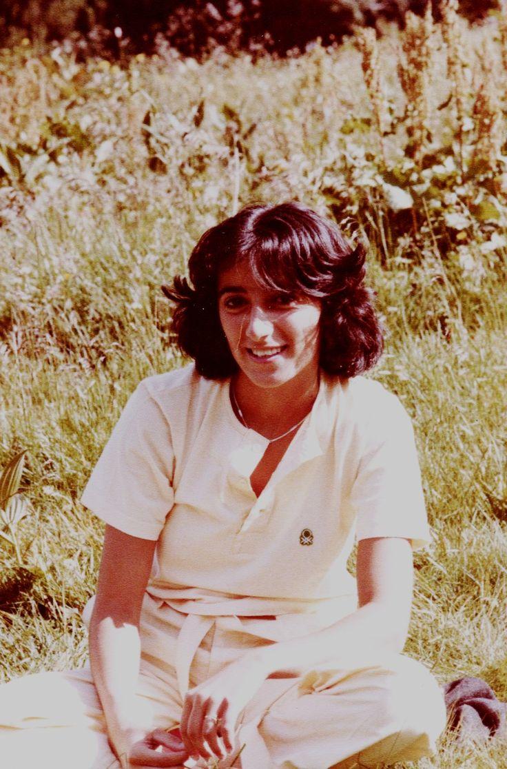 1978-Maglietta e pantaloni gialli. Sbiadita dal tempo