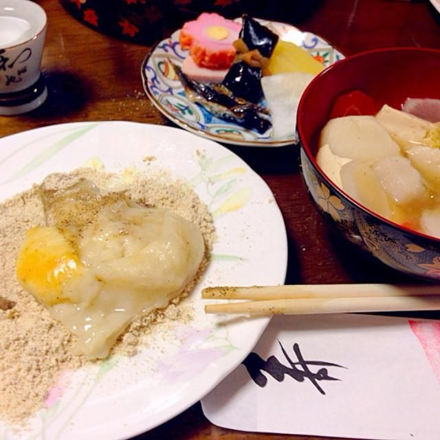 この食べ方は結婚して初めて知りました〜地方によって色んな食べ方があるのですね(*☻-☻*) - 44件のもぐもぐ - 奈良のお雑煮は味噌汁に焼きもちを入れて柔らかくしてから、きな粉につけて頂きます♡ by harupyonei5