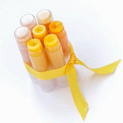 Rezept für Lippenpflegestifte mit nur 4 Zutaten - für gepflegte und zart glänzende Lippen