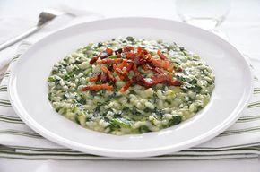 La ricetta del risotto agli spinaci con pancetta croccante è un primo piatto dal gusto delicato e stuzzicante. Si tratta di un primo piatto gustoso che piacerà a grandi e bambini.