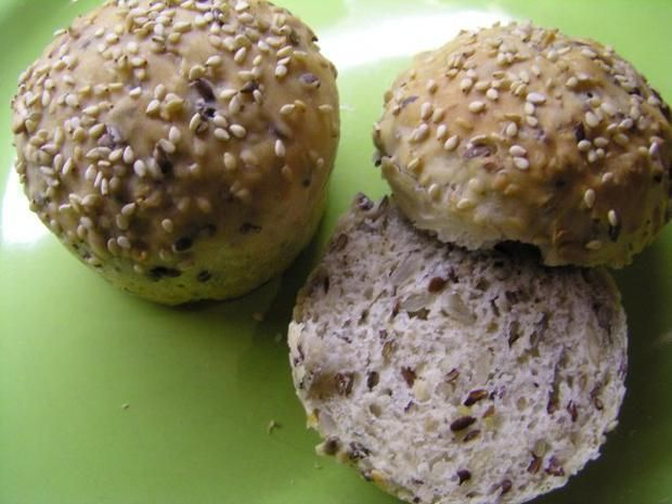 Rezept: Joghurt- Brötchen aus der Muffinform 6 Stk