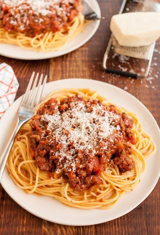 Let this Slow Cooker Bolognese Sauce simmer all day long and surprise your Valentine with a delicious Italian dinner. #CrockPot #ValentinesDayRecipes