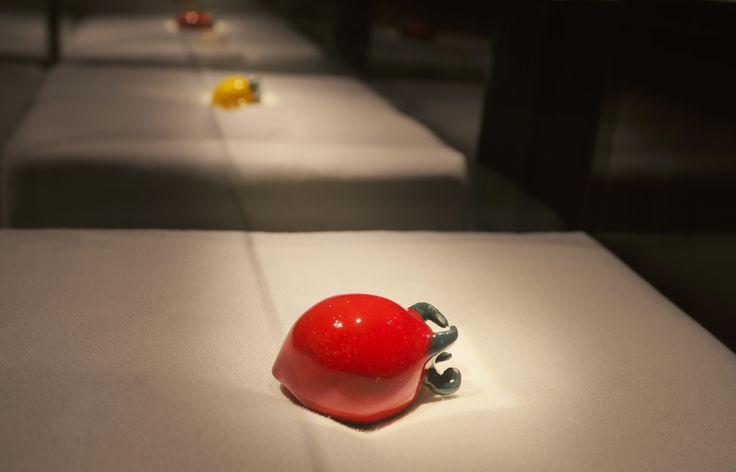 In questo luogo che accoglie eventi di degustazione, chef e professionisti esperti di alta cucina la luce supporta la vendita e contraddistingue il marchio. Seducenti giochi di luce e ombra valorizzano lo spazio e stimolano i sensi dell'ospite facendo percepire tutta la qualità dei prodotti esposti. Una storia di successo e di preziose collaborazioni… raccontata alla nostra maniera! http://cannatafactory.com/sala-del-gusto-battipaglia-sa/