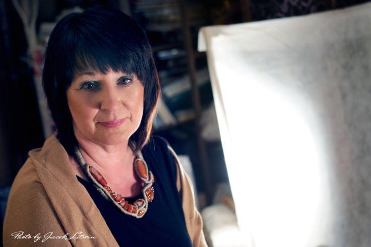 ZAKRĘCONA ELEGANCJA - Modelka: Małgorzata Anulewicz Make up: Katarzyna Rostkowska  Fot. Jacek Litwin