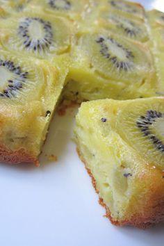 Clafoutis aux kiwis 5 kiwis - 150g de crème fraîche liquide - 90 g de sucre - 3 oeufs - 120 g de farine - 1/2 sachet de levure chimique - 50 g de beurre fondu