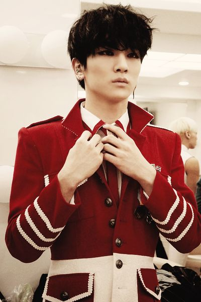 SHINee KEY!!! My jaw just fell off of my face, hit the floor and shattered into a million pieces.