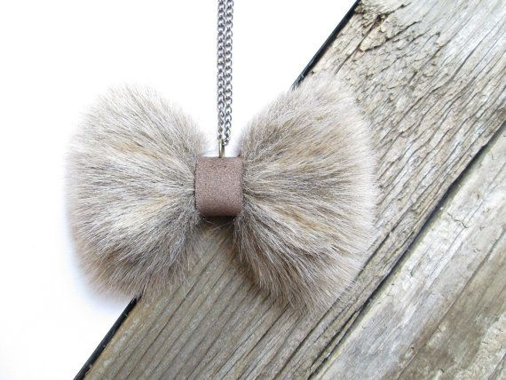 This cute handmade Bow necklace is made out of recycled fake fur / Faux Fur Cute bow necklace is easy to wear for any occasion, it will give a a feminine touch to any outfit. ►The leatehr bow is 3,94 (10 cm) long and 2,17( 5,5 cm) wide approximately. ►Lenght of brass chain is 28,35 (72cm) + 2,76 (7cm) (feel free to ask for different sizes) ►Its possible to make it in different size or as a BROOCH * The item will be sipped after payment within 2-3 business day. I ship from Europe so ple...