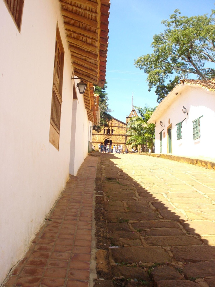 Las calles de Barichara: tapia pisada y memoria.
