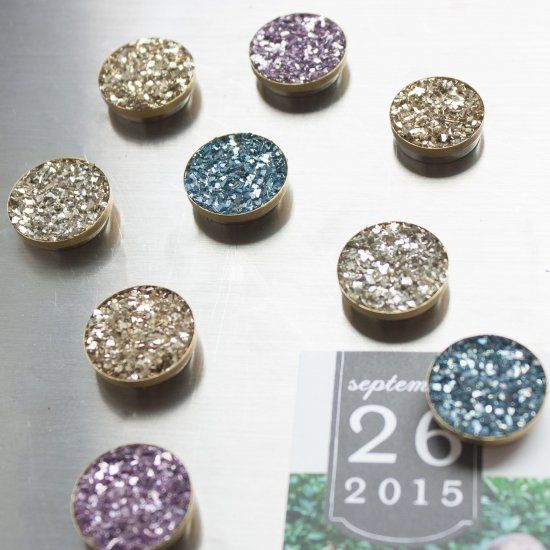 Give your refridgertor a sparkly makeover with these DIY faux druzy magnets.