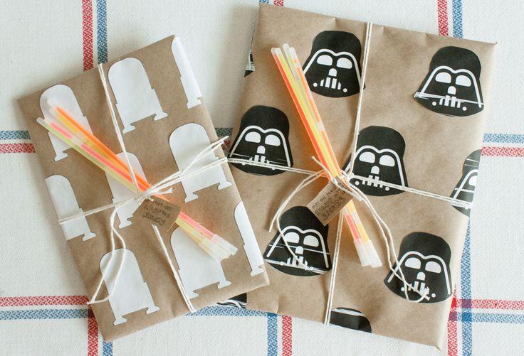 Star Wars gift wrapping DIY! Darth Vader and R2D2