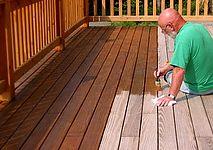 This will be super handy for sprucing up the deck a bit! // Staining your deck tips from Cabot Stains