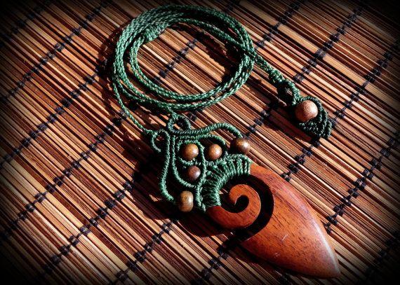 Collana macramè con legno pendente e perline, boho, hippie, zingari, bohemien, tribale