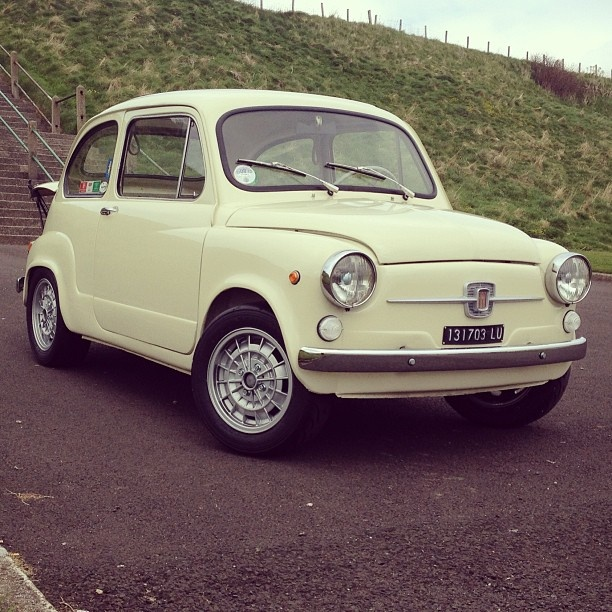New wheels and tyres! Another step closer to turning into a #Abarth 850tc wider rims/semi slick #yokohama tyres,some top A-arm shims removed to add negative camber,toe-in set=handling like a dream! #fiat600 #Padgram