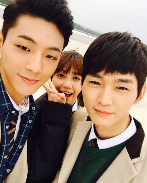 Ji Soo, Eunji, and Lee Won Geun on the set of Cheer Up!