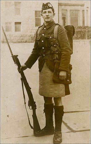 WWI Scotish Soldier  Scottish soldiers wear kilt in battle; Kilt apron used to replace the sporran (held items) and protected the kilt when in the line; Gas carried in small bags over the kilt, like a sporran.