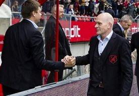 19-May-2013 19:41 - BANK UTRECHT LACHT WOUTERS UIT NA WERELDKNAL TOORNSTRA. Vol ongeloof keek de technische staf van FC Utrecht naar de vrije trap die Jens Toornstra keihard verzilverde in het gewonnen duel met sc…...