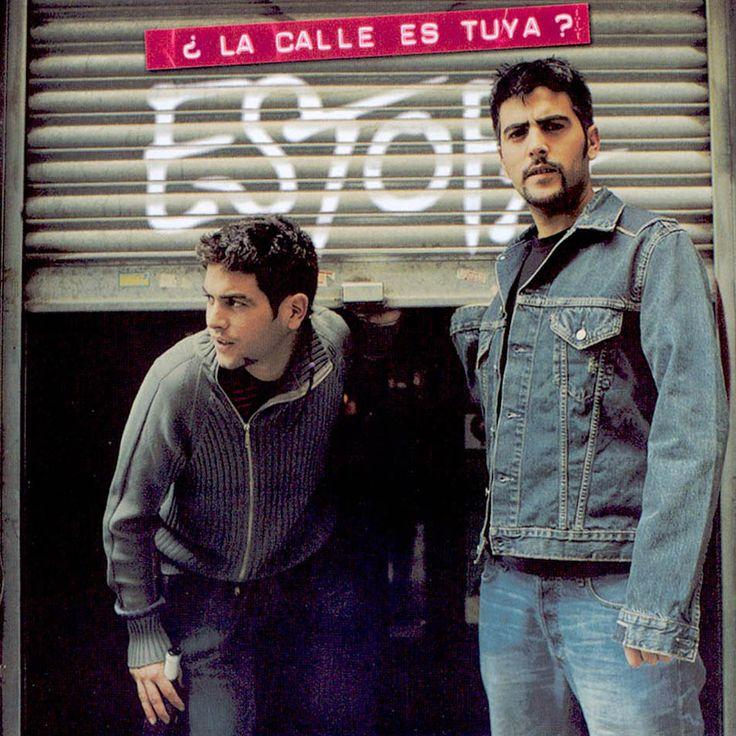 """Estopa, portada de """"¿La calle es tuya?"""" (2004), su tercer disco de estudio."""