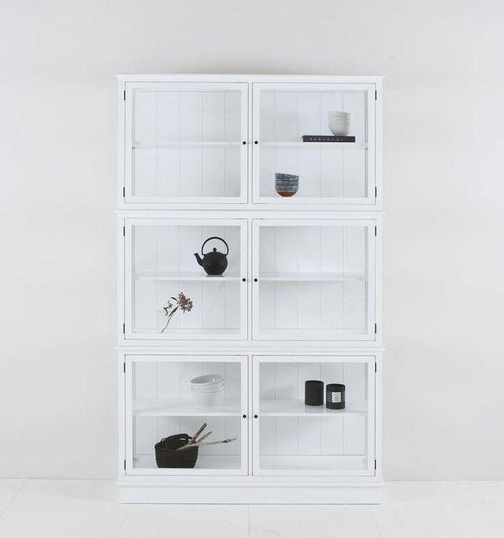 Стеклянные шкафы: модель из дерева от Oliver Furniture