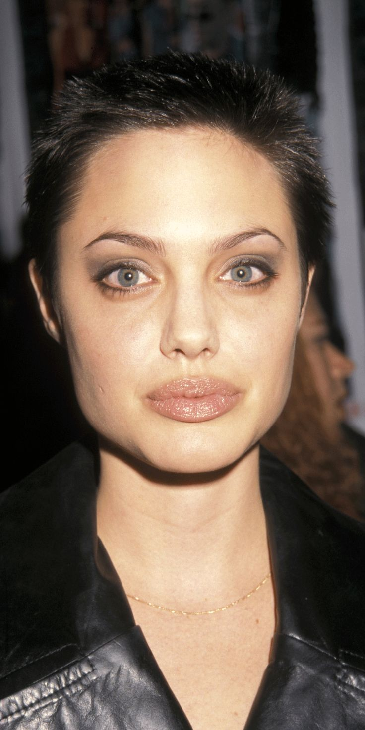 18 Celebrities Who Don't Age | Brad pitt, Actresses and Cardio Angelina Jolie