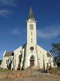 Albertinia se kerkgebou is die oggend van18 Junie1904ingewy en die gemeente in die namiddag van Riversdal afgestig.