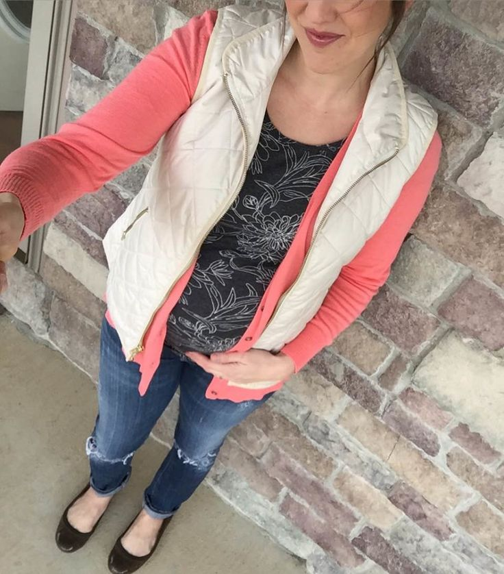 jeans, pink cardigan, vest and floral print grey shirt outfit