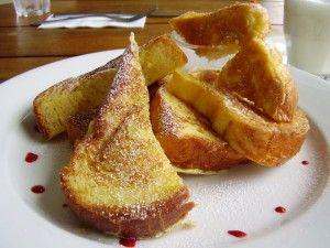 Wentelteefjes, ook wel gekend als verloren of gewonnen brood. Een eenvoudig en lekker ontbijtrecept of 4-uurtje gemaakt van oude sneden (wit) brood.