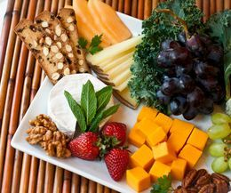 How to Arrange a Fruit  Cheese Platter