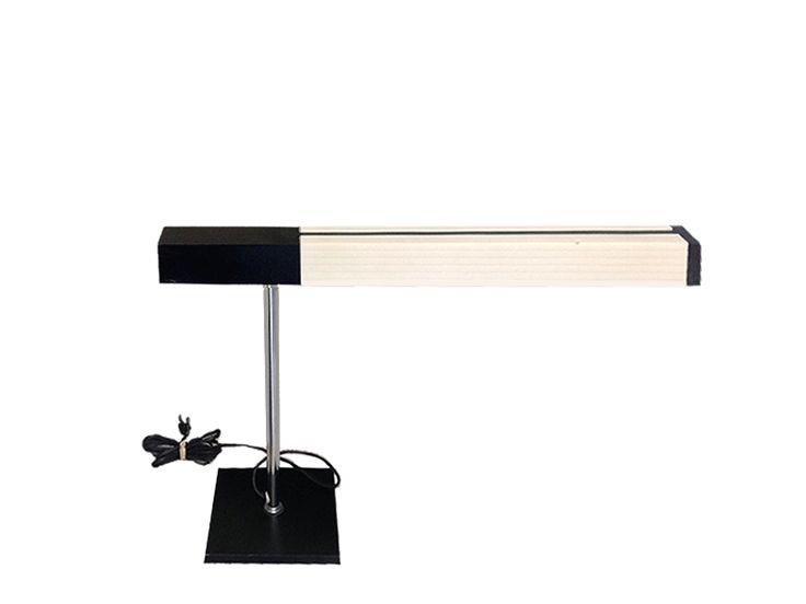Lámpara de escritorio. 1970 Desk lamp. 1970 www.dessvan.com #dessvan #vintagebogota #bogota #colombia #mueblesbogota #mobiliariobogota #calledelosanticuarios #lamparas #lamparasbogota #antiguedadesbogota #designbogota #midcenturybogota #sofa #mesa #comedor #lampara #aplique #silla #sillas #desklamp
