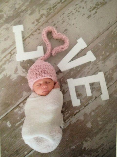20 Valentines Day Photo Ideas for Family and Kids - Craftionary @Lauren Davison Jarman !!