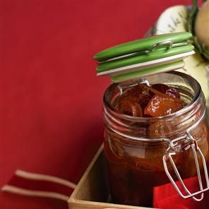 Pear chutney recipe. This is a deliciously wintry pear chutney that goes well with our poppy and sesame seed crackers. Why not give both, with some artisan cheese, as a Christmas present?