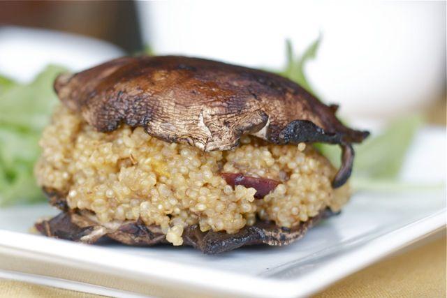 Quinoa 'burgers' with roasted portabella mushroom 'buns'Healthy Meals, Meatless Mondays, Burgers Recipe, Portabella Mushrooms, Roasted Portabella, Quinoa Burgers, Portobello Mushrooms, Food Recipe, Mushrooms Buns