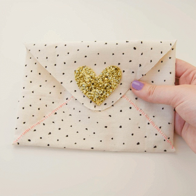 Love this easy DIY pouch!