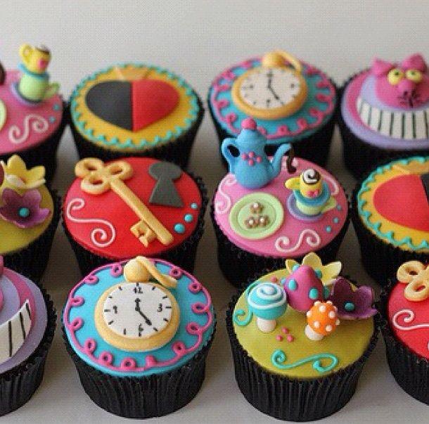 #AliceinWonderland themed #babyshower. #whimsical. Alice and Wonderland Cupcakes