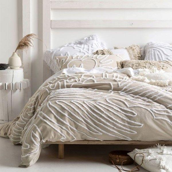 Linen House Michiko Linen Quilt Cover Set Bedding Bed Linen Michiko S Vivacious Design Features An Contemporary Bed Linen Quilt Cover Sets Bed Linens Luxury