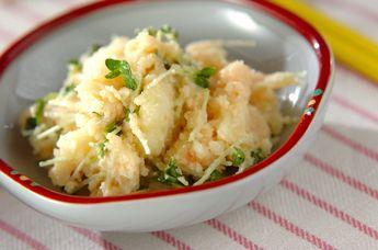 ゆでたジャガイモにタラコを混ぜた、人気のポテトサラダです。