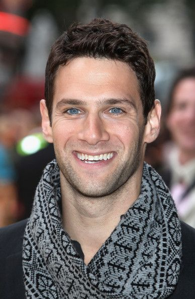 OH MY! Those eyes and that smile! Justin Bartha is a cutie.
