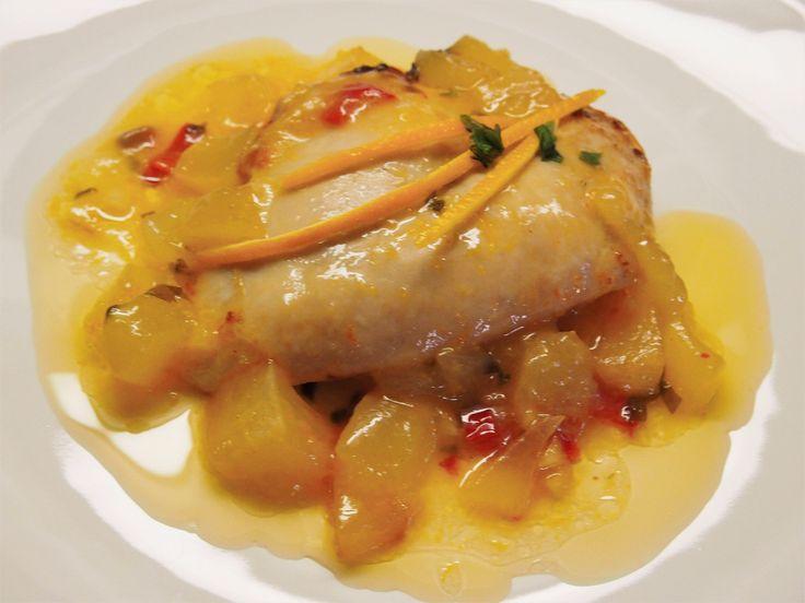 Kananrintaa appelsiini-melonikastikkeessa / Chicken breast in a sauce made of oranges and melon.