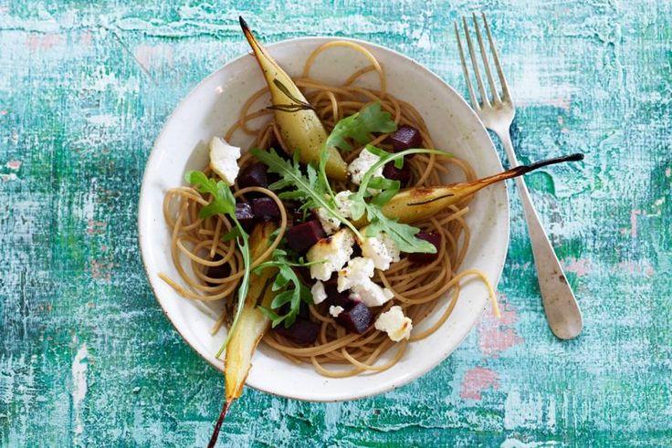Kijk wat een lekker recept ik heb gevonden op Allerhande! Spaghetti met ricotta, biet en peer