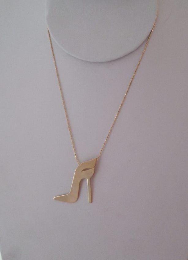 Collar personalizado con logo de Farina. Latón con baño de oro Pedido especial para el diseñador Juan Ortiz