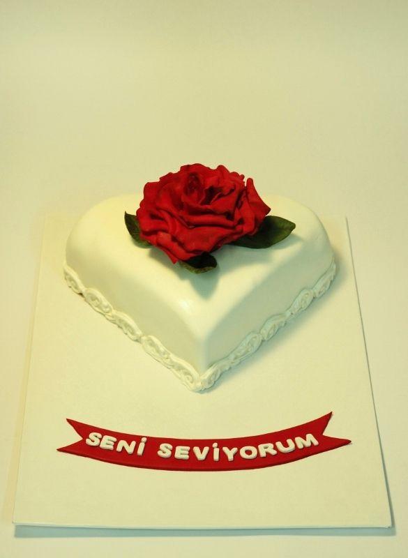 Kalp pasta, güllü pasta, kırmızı güller, heart cake, roses, red rose cake, şeker hamuru, sugarart, sugarcraft