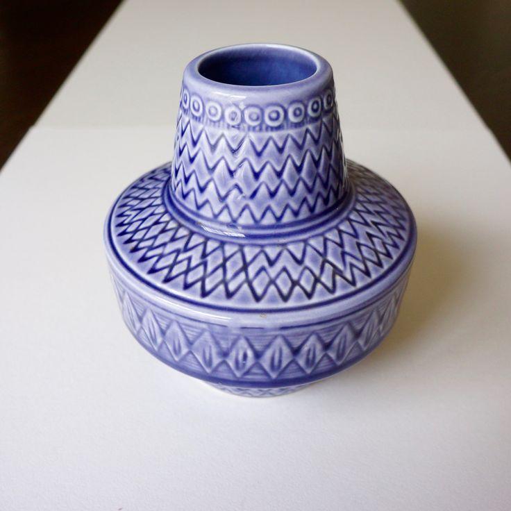 <Nordic Lifestyle Design> スウェーデンのGunvor Nylundが作ったアートピース。アフリカを思わせる柄に紫色の釉薬がアクセントとなっている。  ¥10,000