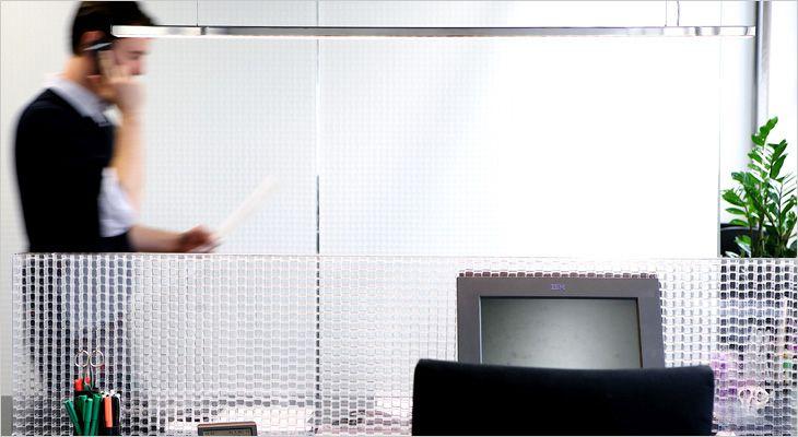 Rosso CP30 acoustic transparent or translucent partition. Gennemsigtig akustisk skillevæg. Rumdeler, room divider